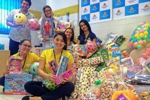 Faculdades Nova Esperança entregam nesta tarde de terça-feira (11) brinquedos para crianças assistidas pela  LBV.